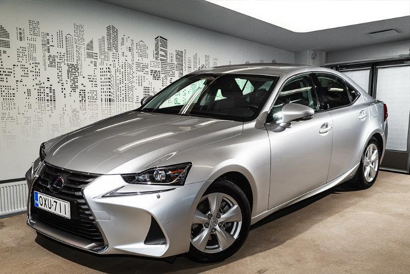 IS 300h Hybrid A Comfort (MY18.L) *** *Tähän autoon korko 0,95% + kulut*